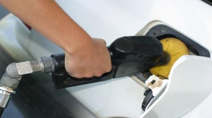Carburanţii s-au scumpit cu 8 bani pe litru