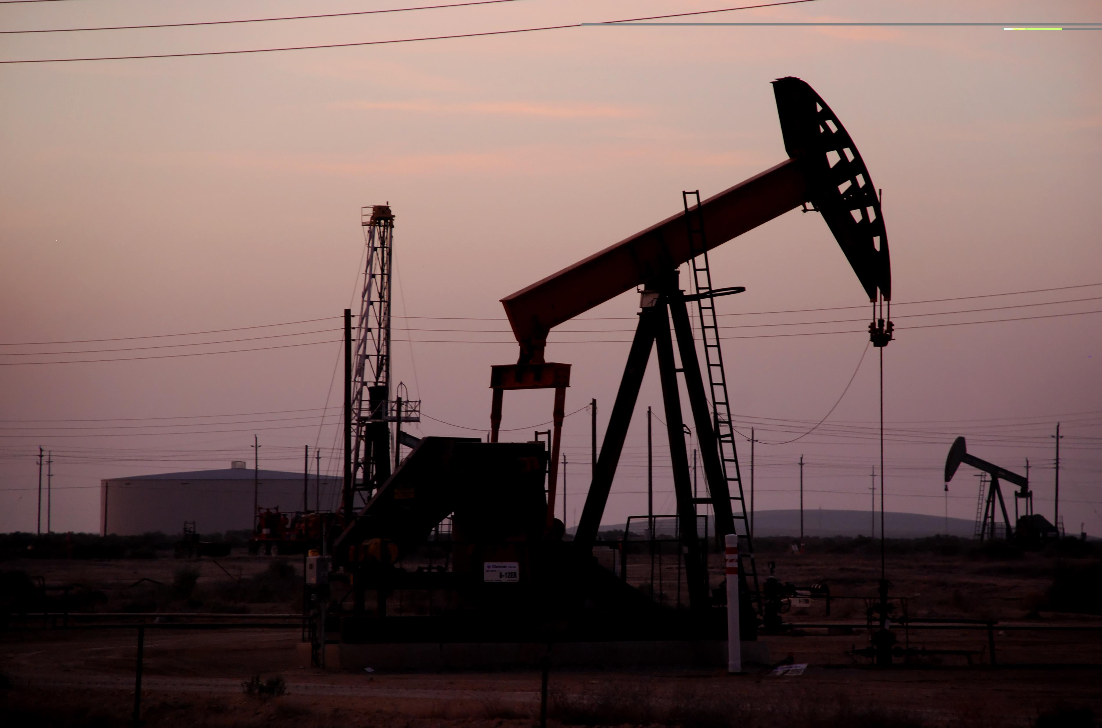 Companiile petroliere vor plăti impozit suplimentar pe profitul din extracţie. Pentru gazul şi petrolul exportate, impozitul va fi mai mare