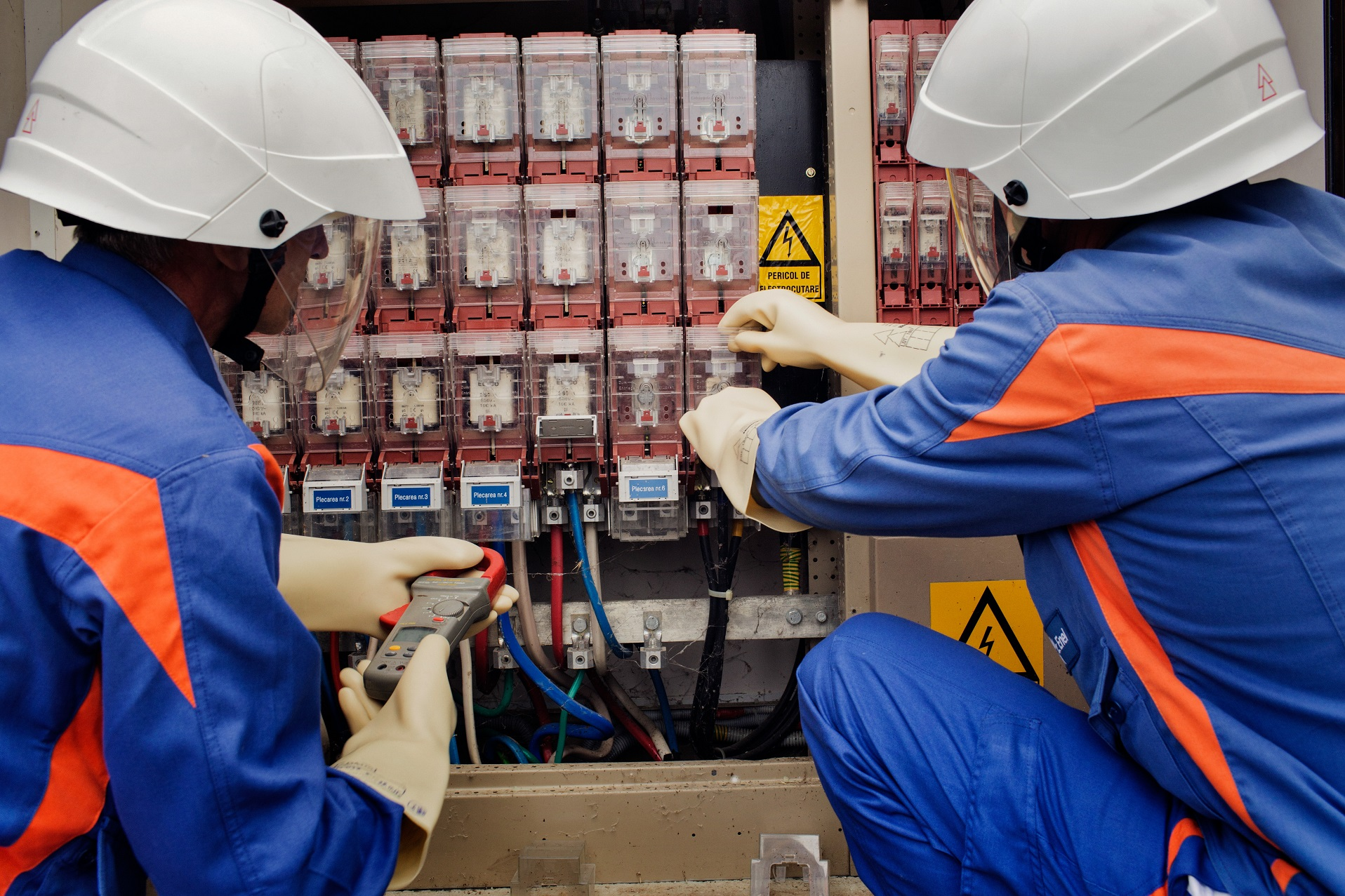 Enel susţine o clasă în sistem dual pentru electricieni la Colegiul Tehnic Energetic Bucureşti