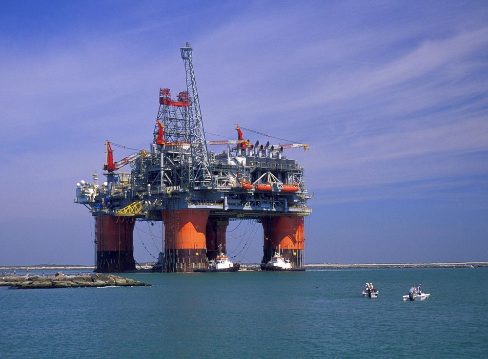 Petroliştii din Marea Neagră critică Legea offshore: actul normativ afectează principiul stabilităţii şi al pieţei libere