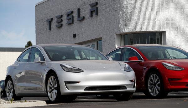 """Tesla va construi în Europa de Vest o """"gigafabrică"""" de maşini electrice şi baterii"""