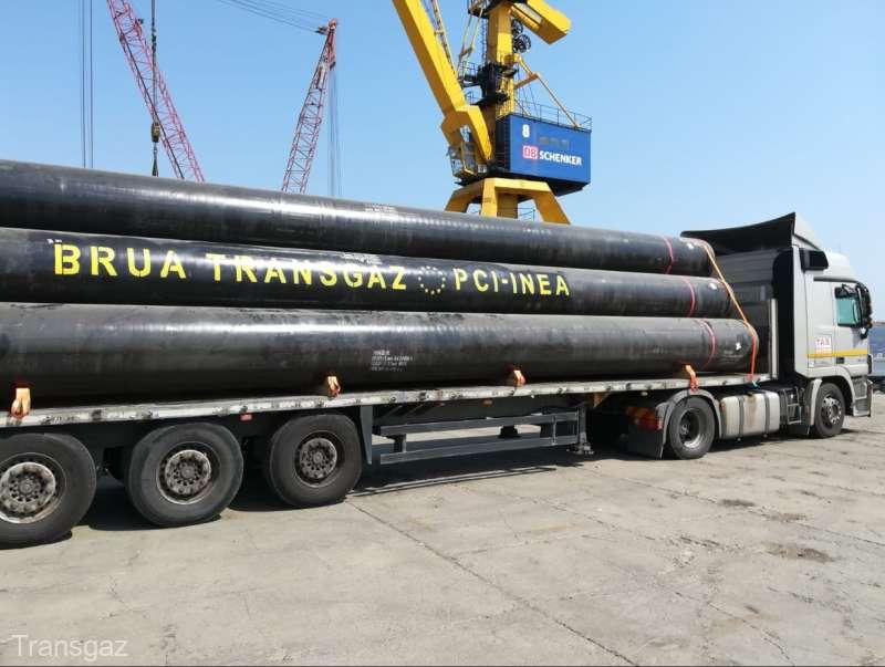 Transgaz a început montarea primelor conducte ale gazoductului BRUA