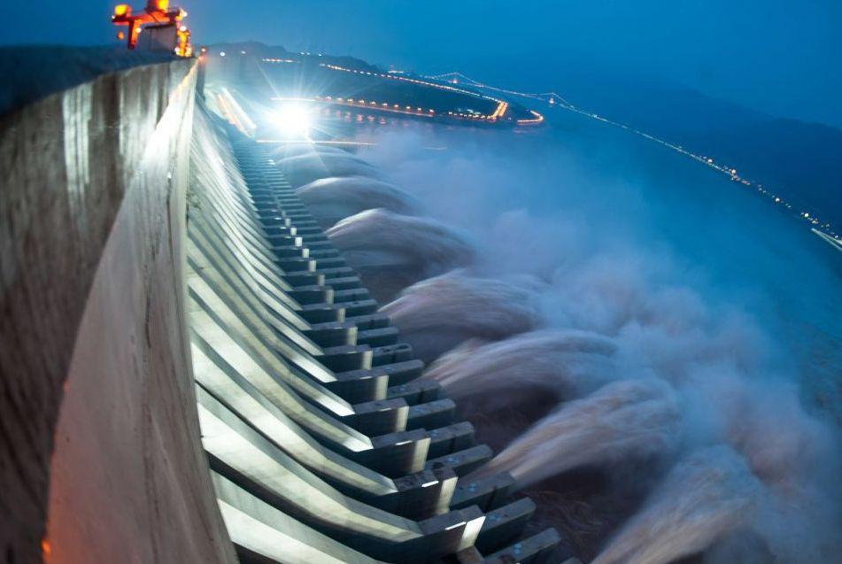 Ploile şi vremea mai rece din iulie au dus la scăderea preţurilor la energie pe piaţa spot cu 18%