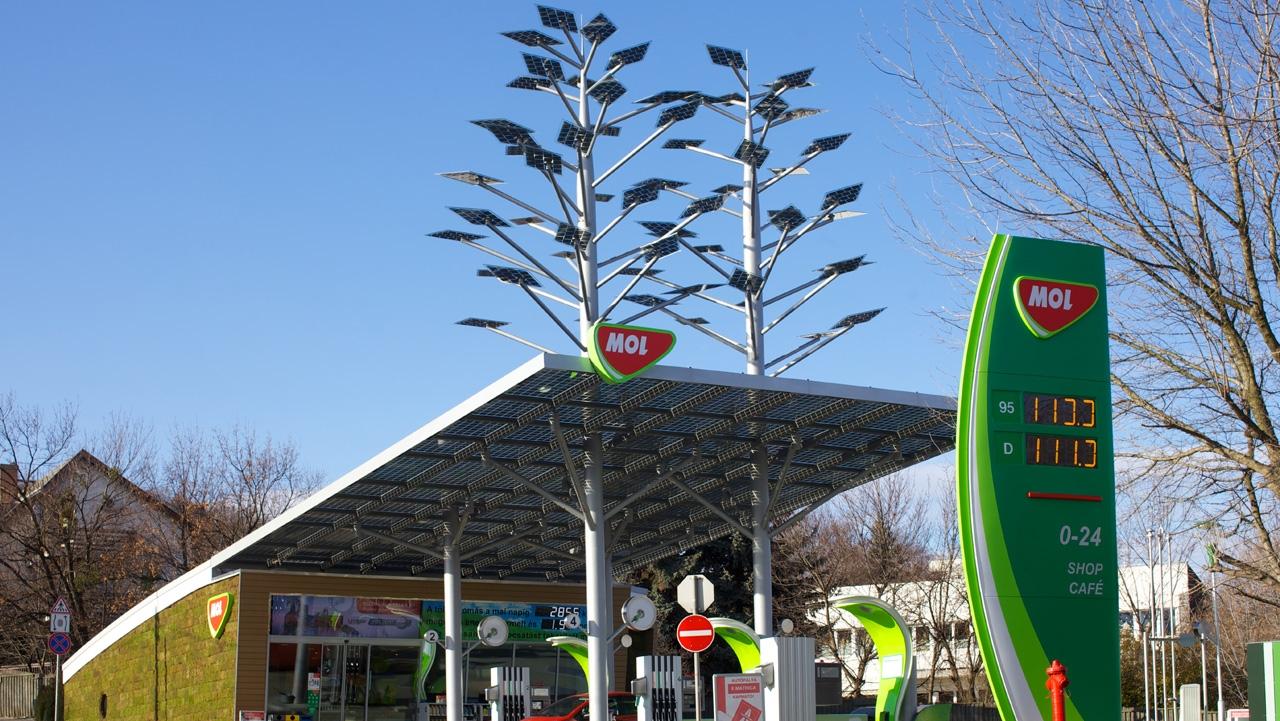 Mol aduce în staţiile din România benzină de raliu, care costă 14 lei litrul