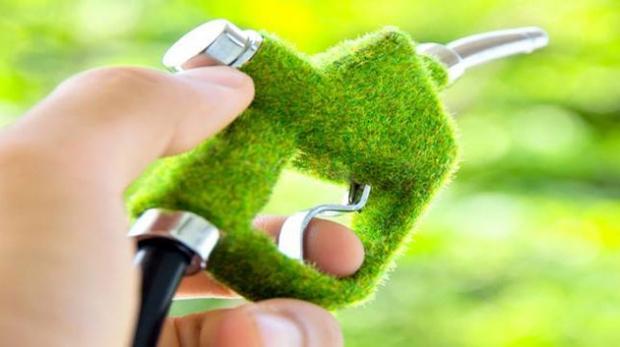 Carburanţii se vor scumpi cu cel puţin 10 bani pe litru la 1 ianuarie, din cauza creşterii componentei bio