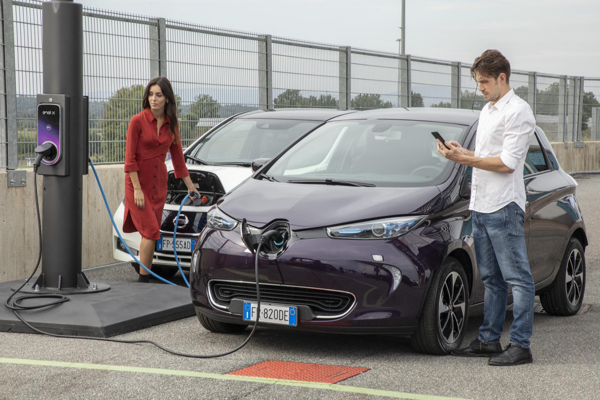 Enel intenţionează să pună cel puţin 700 de staţii de încărcare a maşinilor electrice pe străzile din România în următorii patru ani. Investiţii de 15 milioane de euro în 4 ani