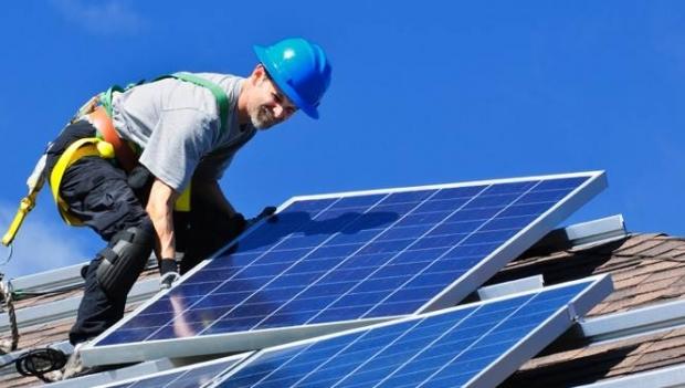 Precizare AFM: Panourile fotovoltaice sau cele solare se pot monta din 27 iunie şi fără autorizaţie de construire. Însă trebuie să anunţaţi Primăria