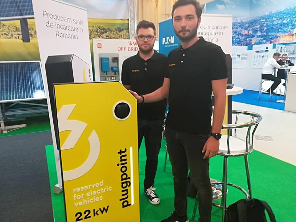 Plugpoint, afacerea tinerilor care fac staţii de încărcare pentru maşini electrice, a fost premiată la competiţia StartUperul anului