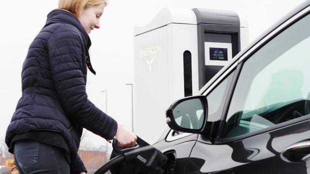 Primăria Bucureşti a amplasat primele şapte staţii de încărcare a maşinilor electrice dintr-un total de 300. Încărcarea nu este gratuită